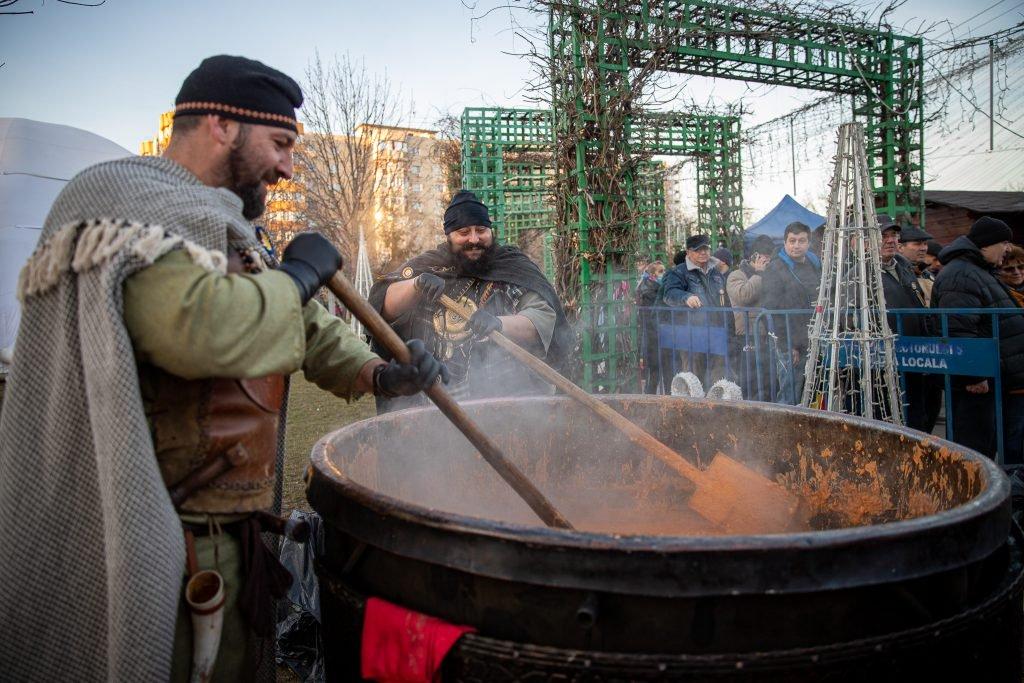 """250.000 € Cheful cu fasole și cârnați orgazinat de Primăria Sectorului 5 în data de 24.01 pentru a celebra """"Mica Unire"""""""
