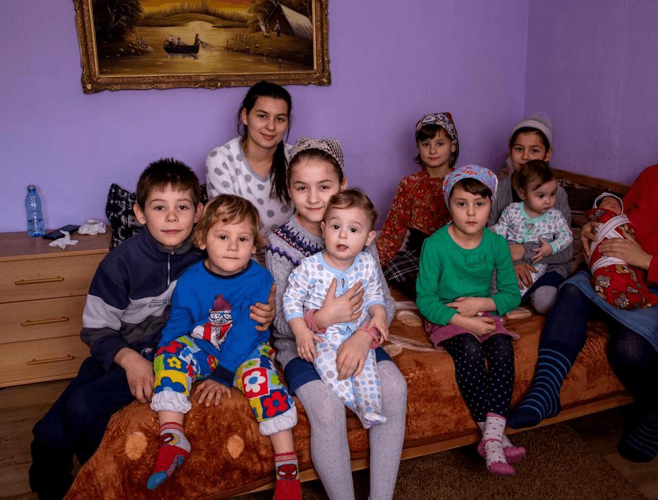 """Femeia din Argeș cu 20 de copii """"am primit cel mai frumos dar de la Dumnezeu"""""""