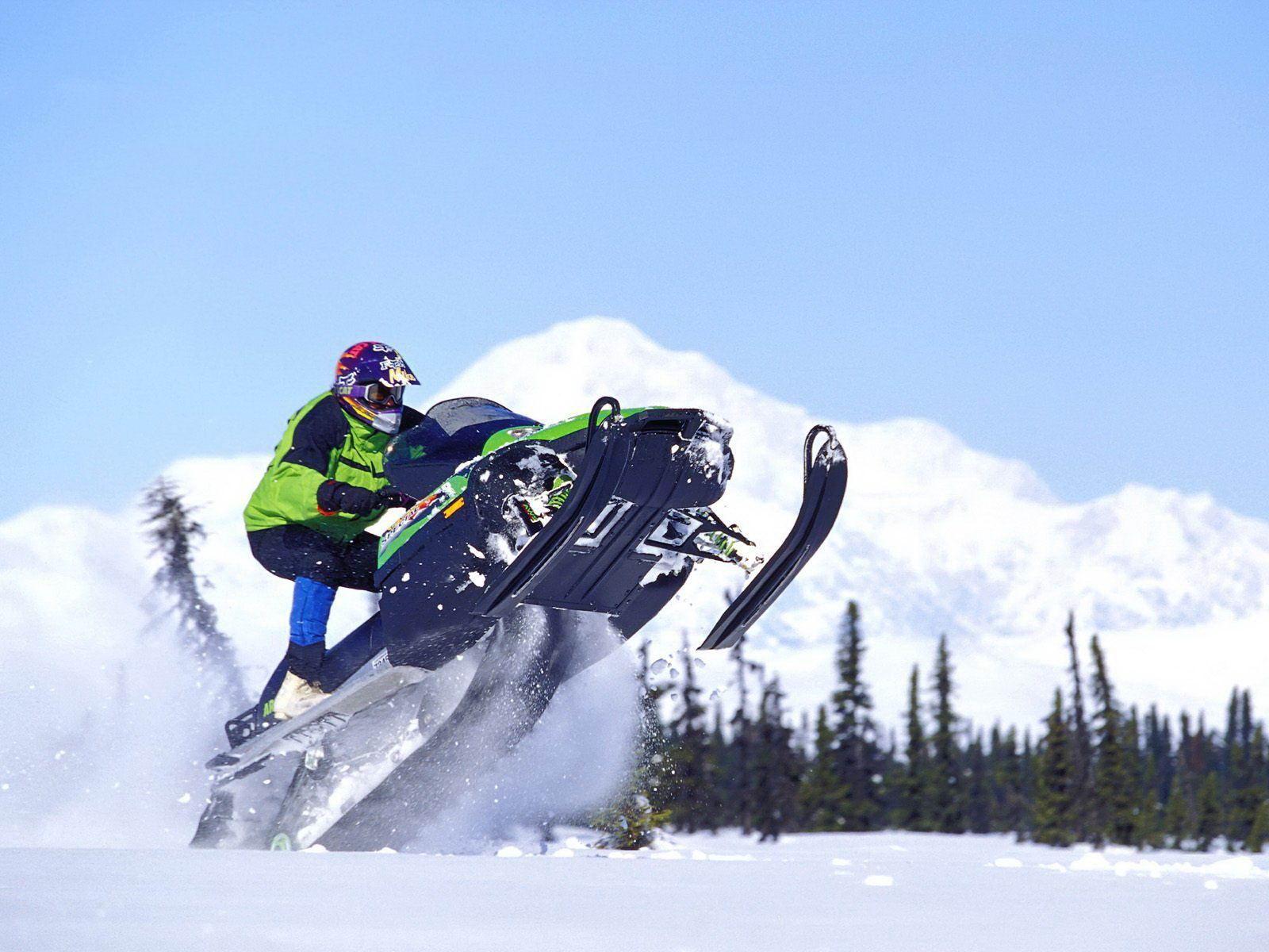 TRAGEDIE in Predeal! Un adolescent rănit și unul mort dupa ce au mers cu snowmobilul!