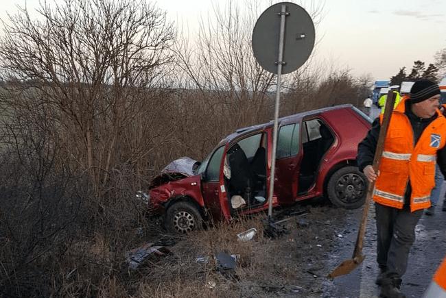 ACCIDENT tragic in Timiș, soldat cu 2 morți şi 5 răniți, după un impact frontal între două autoturisme.
