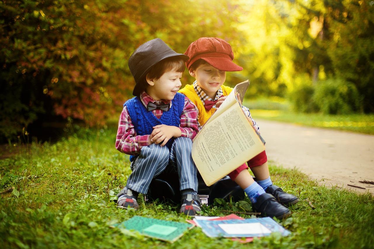 STUDIU: Copiilor cărora li se citesc povești li se dezvoltă creierul mai rapid