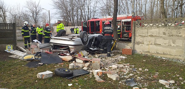 Video | Impact violent: Doi tineri din județul Galați și-au pierdut viața într-un grav accident, în județul Vaslui, Bârlad