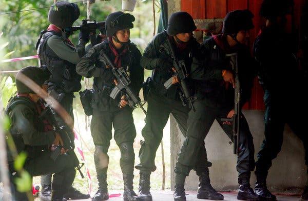 Foto/Video: TEROARE în Thailanda, cel puțin 20 de MORȚI un soldat înarmat a deschis focul în apropierea unui centru comercial!