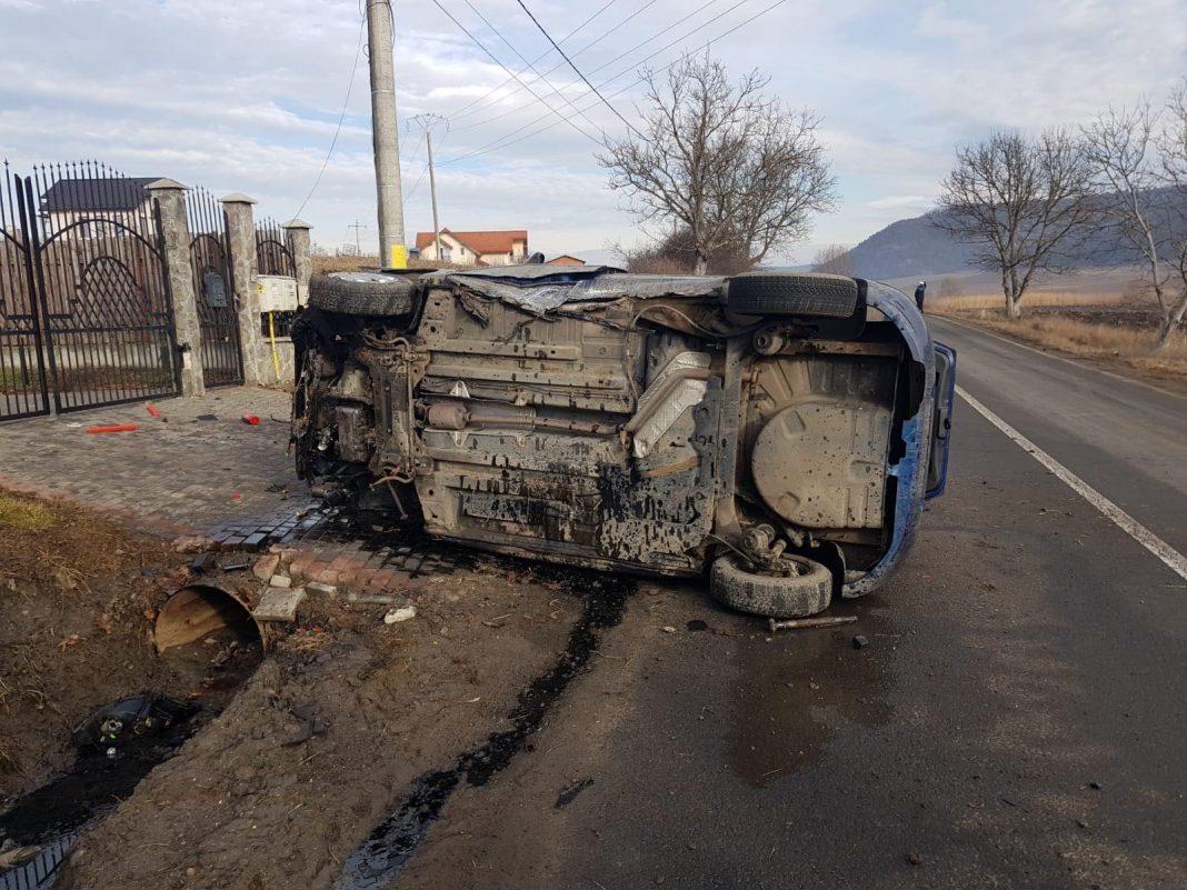 Șofer grav rănit, după ce s-a răsturnat cu mașina pe DN15E în Mureș!