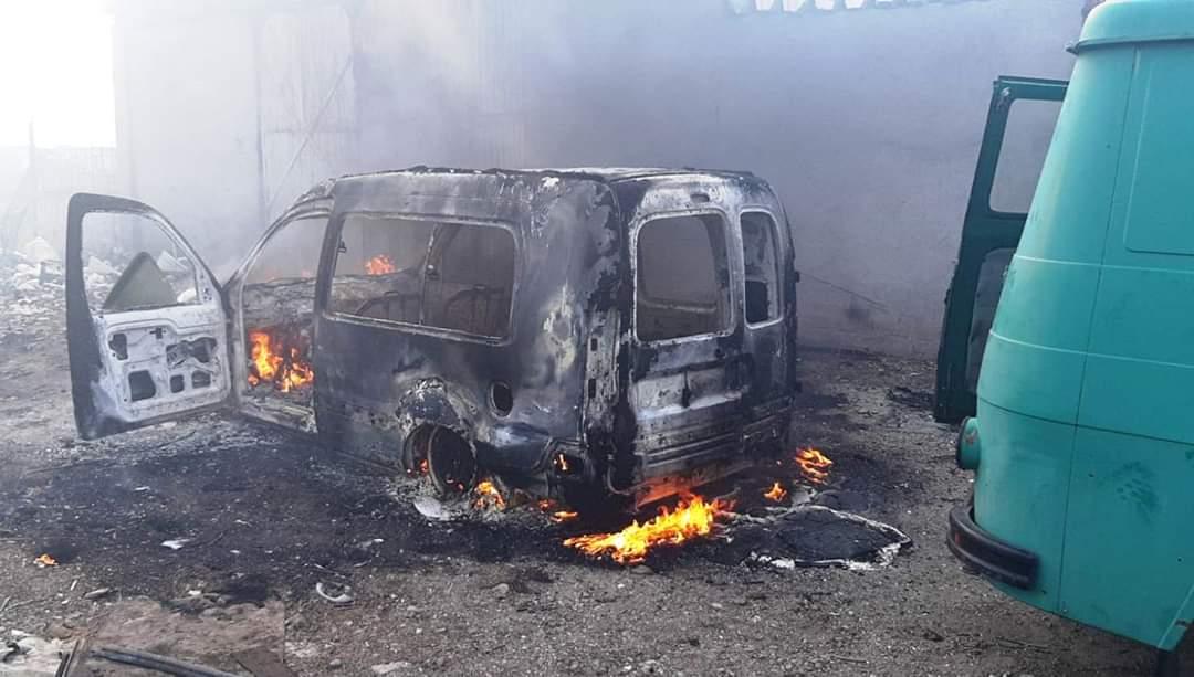 Mașină incendiată în Călărași, pompierii militari au intervenit de urgență