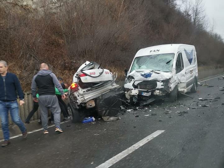 GRAV accident pe DN 1 județul Prahova, între un taxi și o autoutilitară! Unul dintre șoferi a MURIT!