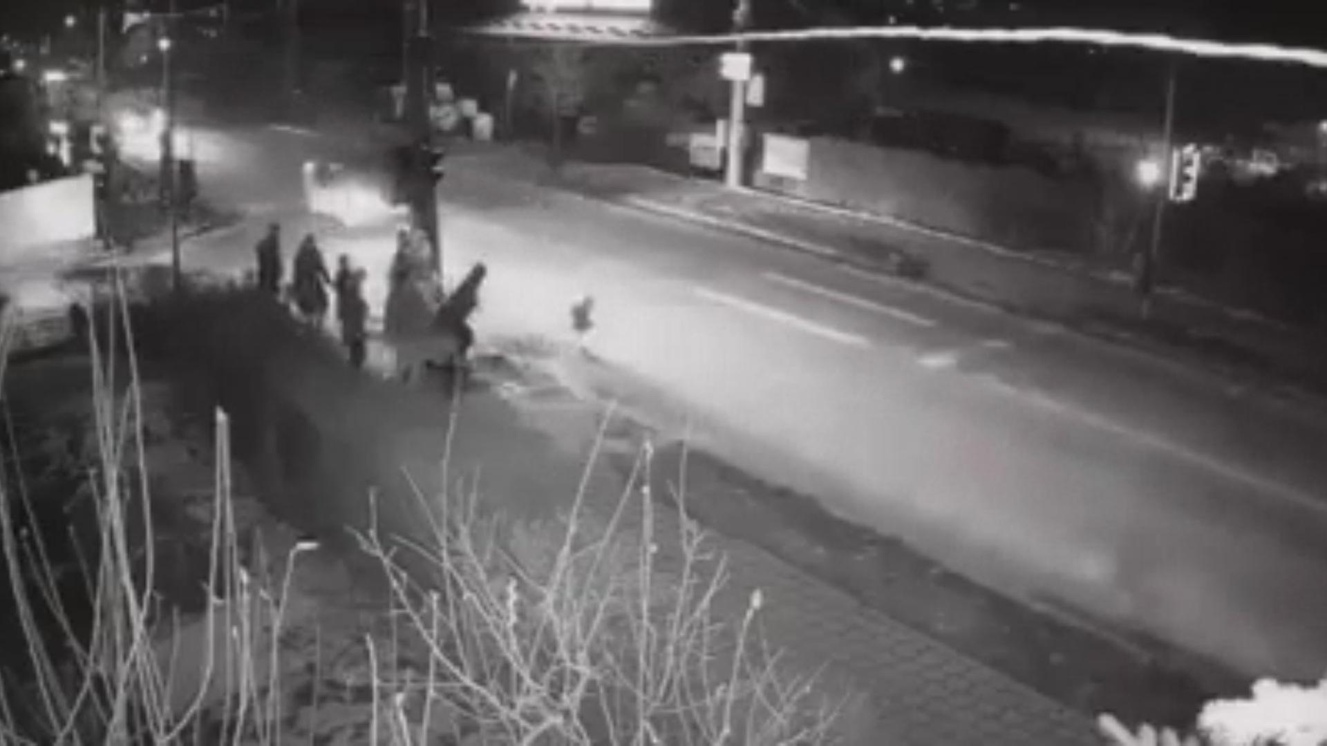 Video: Copil spulberat de o mașină în Suceava! Atenție, imagini cu puternic impact emoțional!