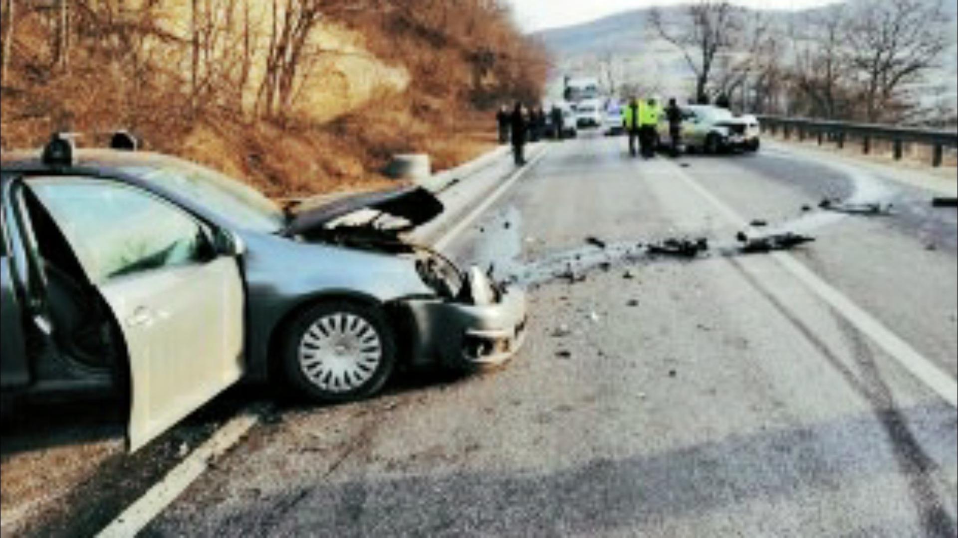 Accident rutier soldat cu 6 răniţi în Sibiu, după un impact între două autoturisme