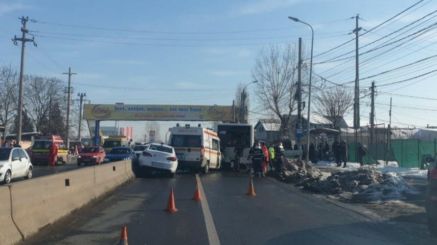 Carambol lângă București între un autobuz, o ambulanță și un autoturism. Cinci persoane rănite în urma accidentului!