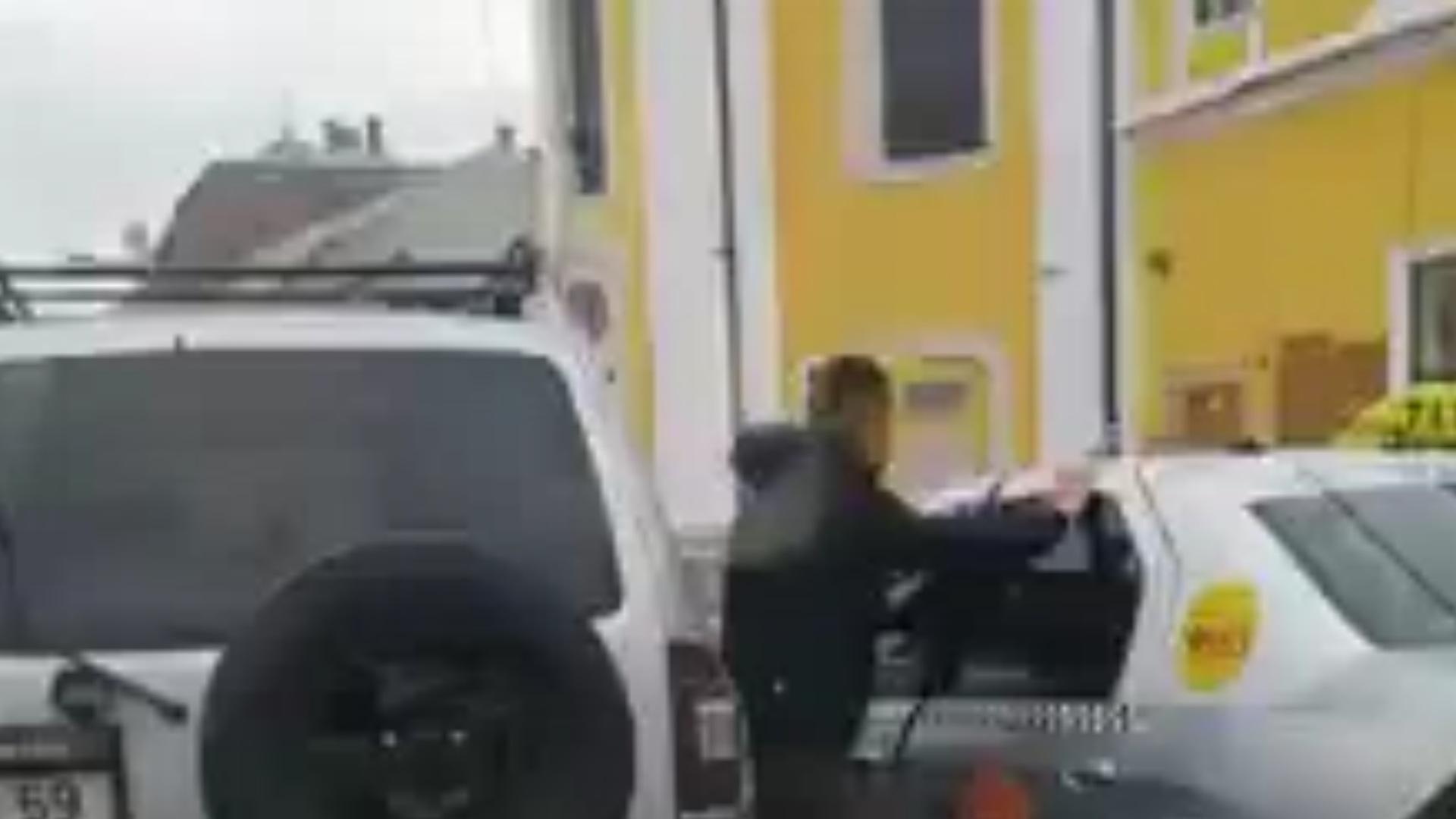 Video: Bătaie în trafic în Cluj, imagini surprinse de un alt participant la trafic.