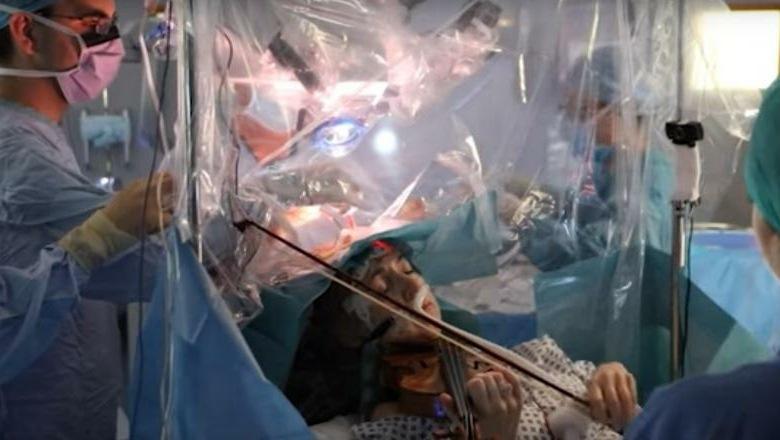 Video: O pacientă a cântat la vioară în timp ce medicii o operau pe creier