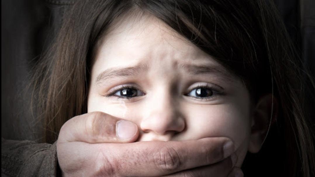 CUTREMURĂTOR! O fată de 14 ani din Vaslui, abuzată sexual de un asistent social!