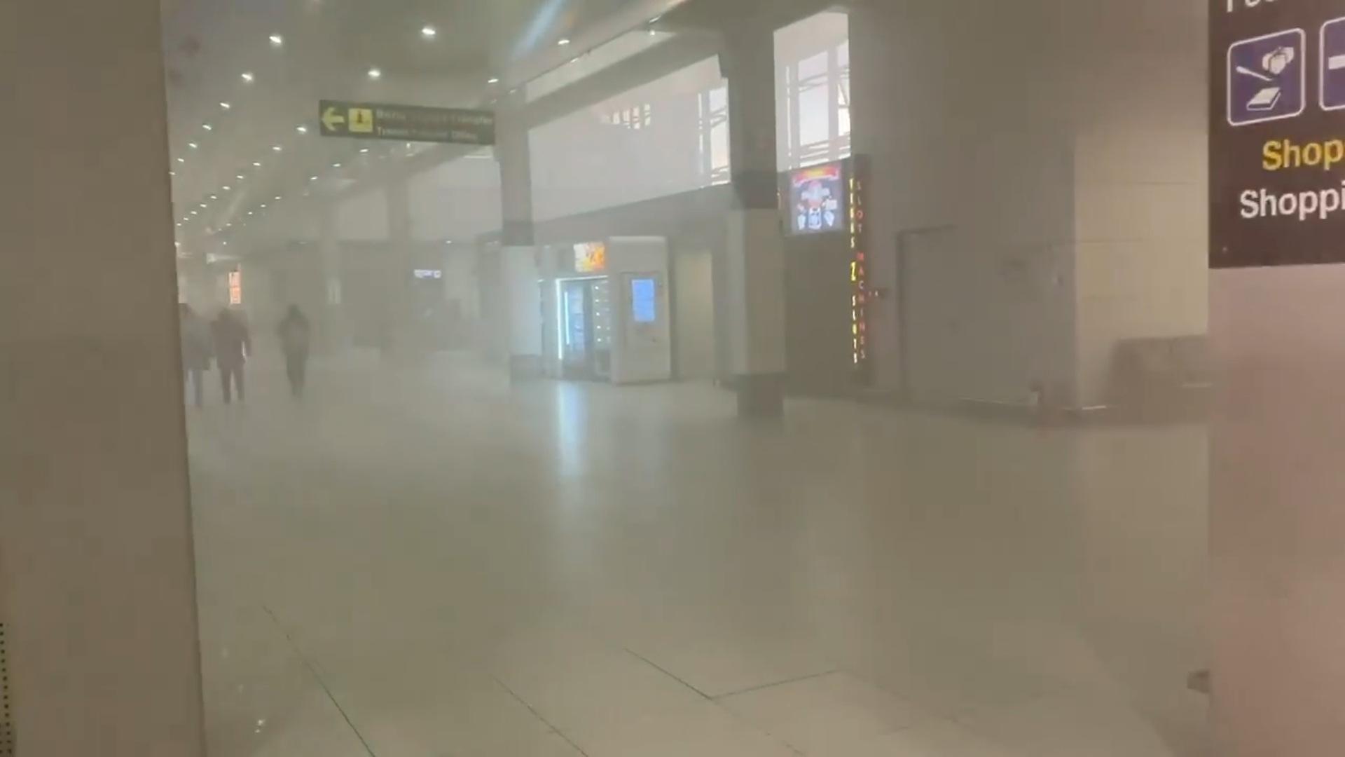 Video | Incendiu la aeroportul Otopeni, călătorii sunt evacuați, nu sunt anunțate persoane rănite