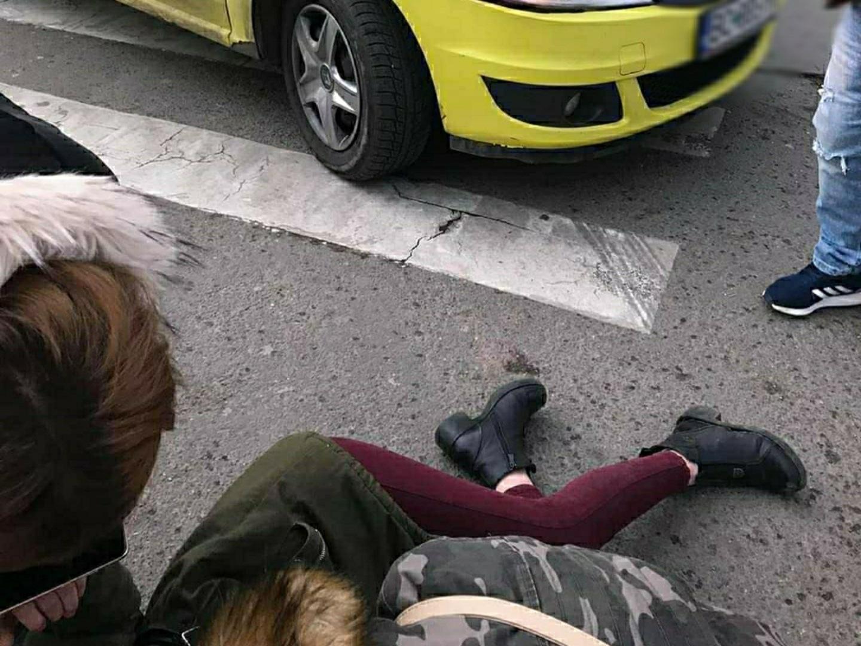 Video | Tânăra de 15 ani, lovită pe trecerea de pietoni de către un taximetrist, în județul Bacău