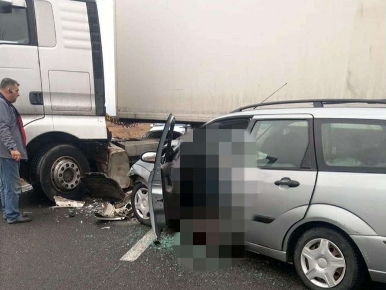Accident pe DN 68 Haţeg. În urma impactului, conducătorul autoturismului a murit pe loc