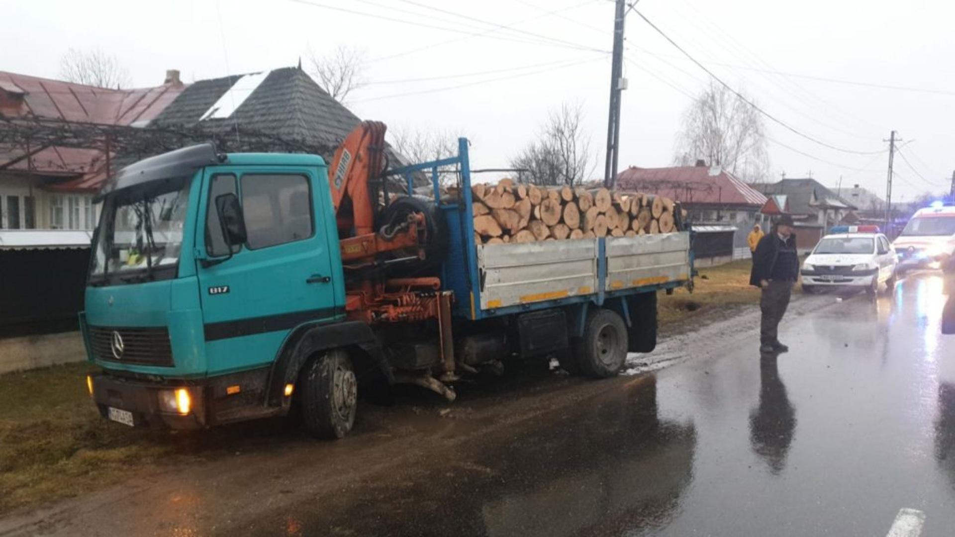 Foto | Accident grav în Neamț: Trei copii au fost spulberați de un camion. Unul dintre ei a murit pe loc