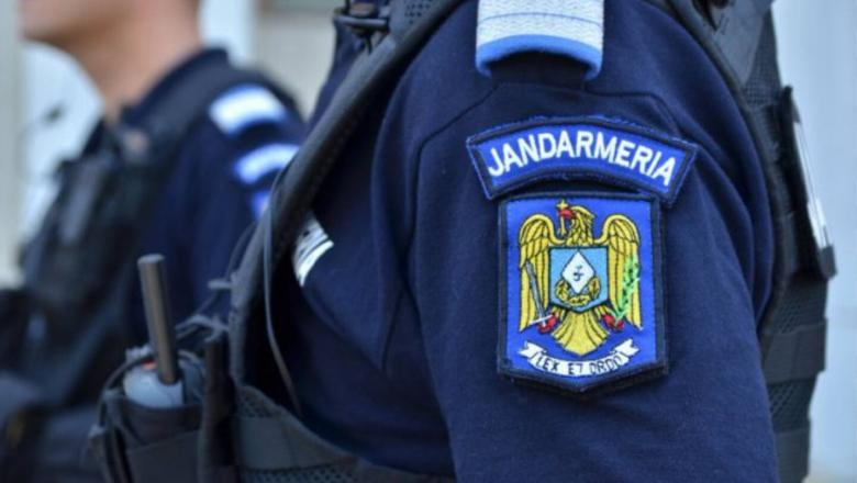 """""""Te rup în două"""" VIDEO! Un jandarm din CLUJ filmat când înjură, lovește și amenință un bărbat!"""