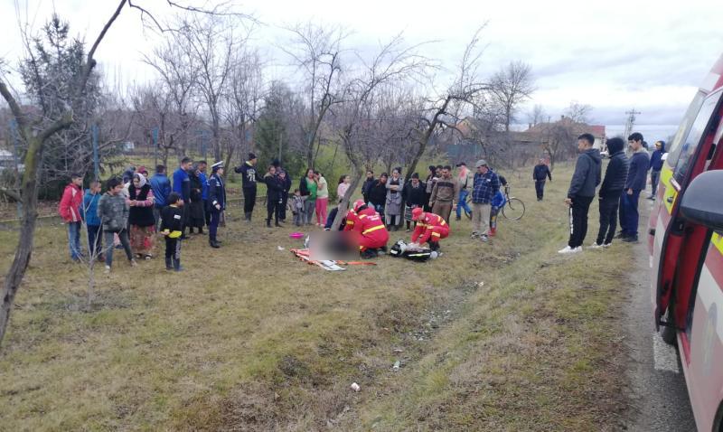 Accident  MORTAL:  O persoană a murit și alte trei au fost rănite după ce s-au răsturnat cu mașina! FOTO