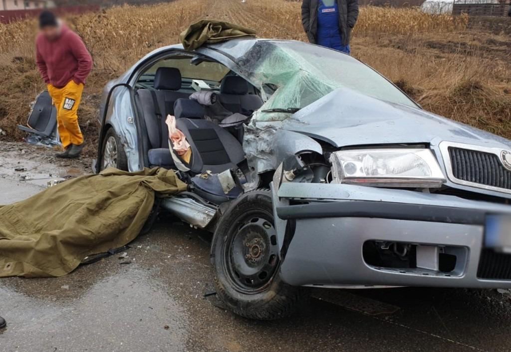 Impact violent între un TIR și un autoturism în Cumpărătura, județul Suceava!