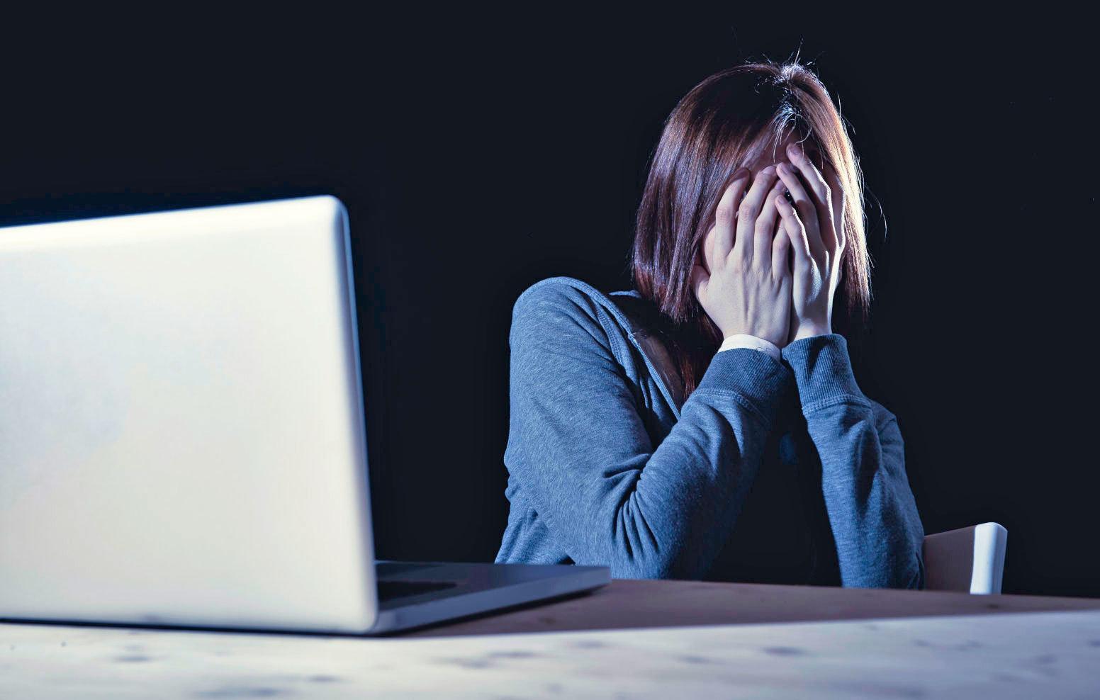 Hărțuirea şi violența ONLINE inclusă în CODUL PENAL