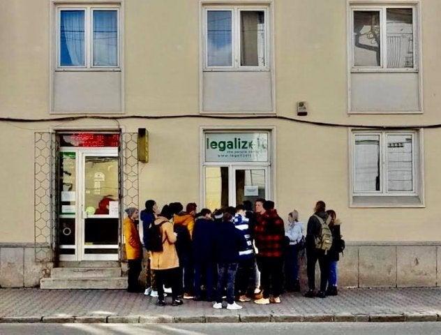 Un nou magazin la IAȘI! Coadă la magazinul cu produse pe bază  de CANABIS din Cluj!