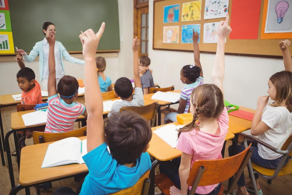 """""""Codul bunelor maniere"""" ar trebui predat în școală. Toată lumea ar trebui să știe regulile de bază"""