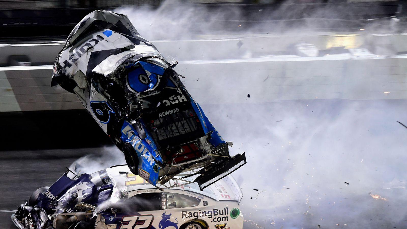 Foto/Video: Accident violent cu 300km/h în cursa de la Daytona 500, pilotul Ryan Newman în stare gravă la spital