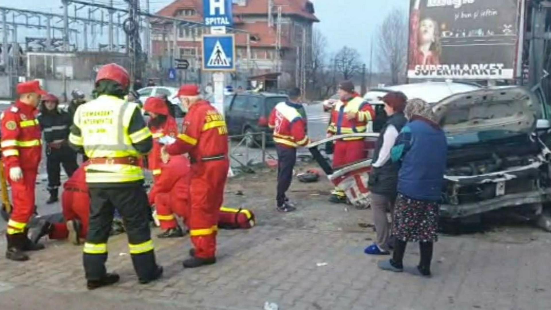 Accident mortal în Prahova, o ambulanţă care transporta pacienţi lovită de un autoturism