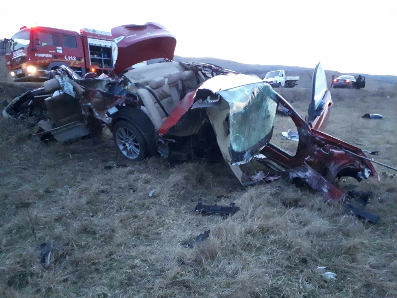 Foto | Accident miraculos în Zorleni județul Vaslui! Un tânăr de 21 de ani, a pierdut controlul mașinii și a lovit un cap de pod!