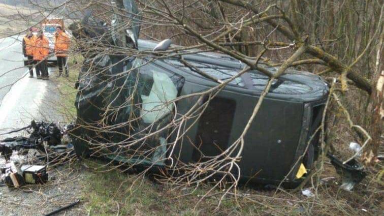 Accident în Caraș-Severin: O șoferiță a pierdut controlul mașinii și s-a răsturnat