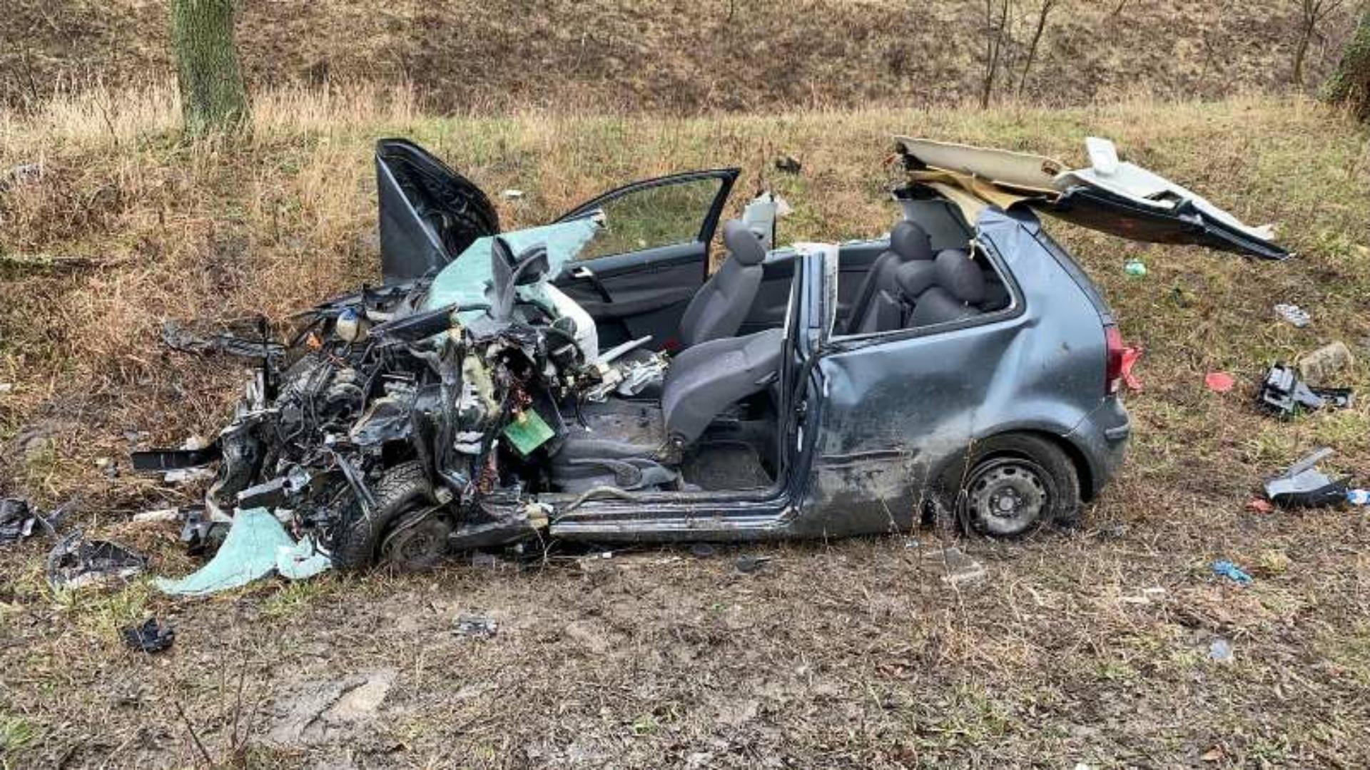 Foto | Impact violent între un TIR și un autoturism în Arad, o femeie grav rănită