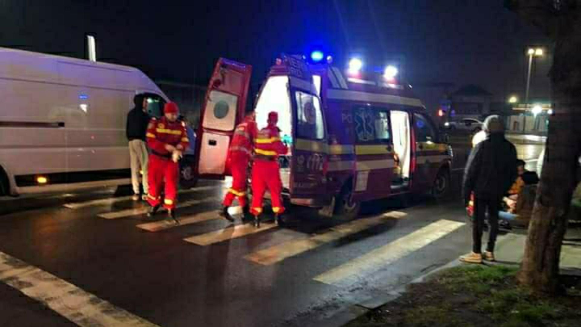 Foto | O tânără a fost accidentată pe trecerea de pietoni în județul Bacău