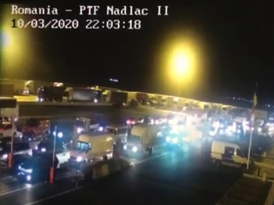 Cozi infernale în Vama Nădlac, românii speriați de coronavirus se întorc acasă