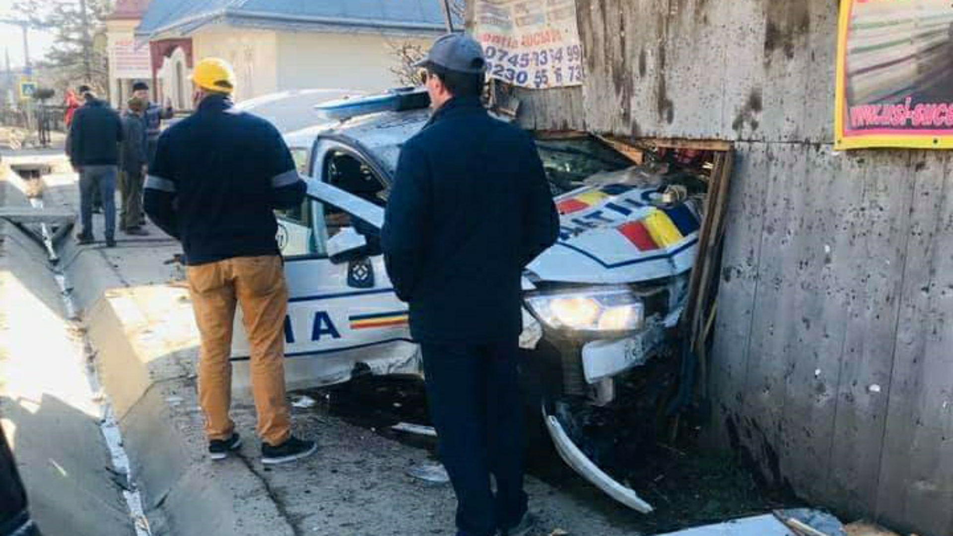 Foto | Autospecială de poliție, implicată într-un accident rutier!