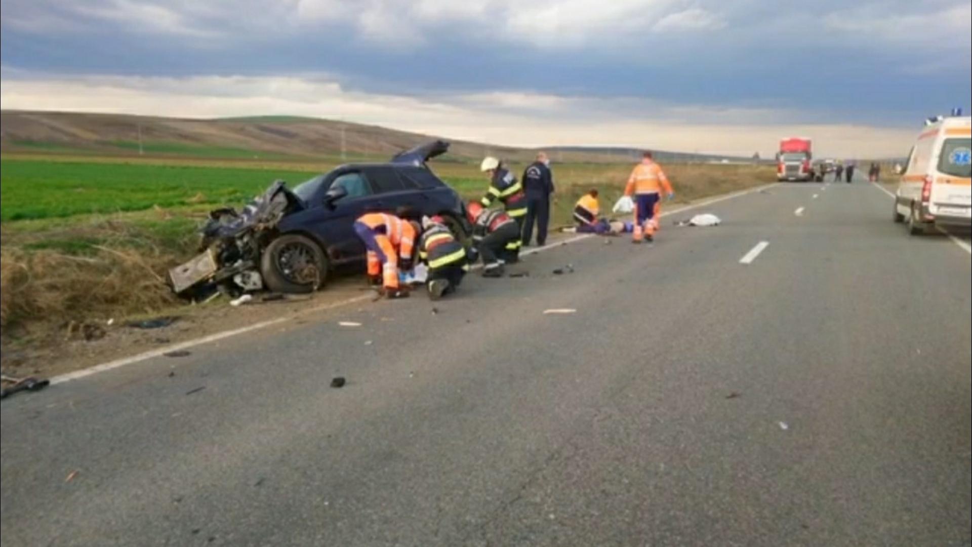 Foto | Accident mortal în Vaslui: căruță spulberată de un autoturism! 4 persoane au murit