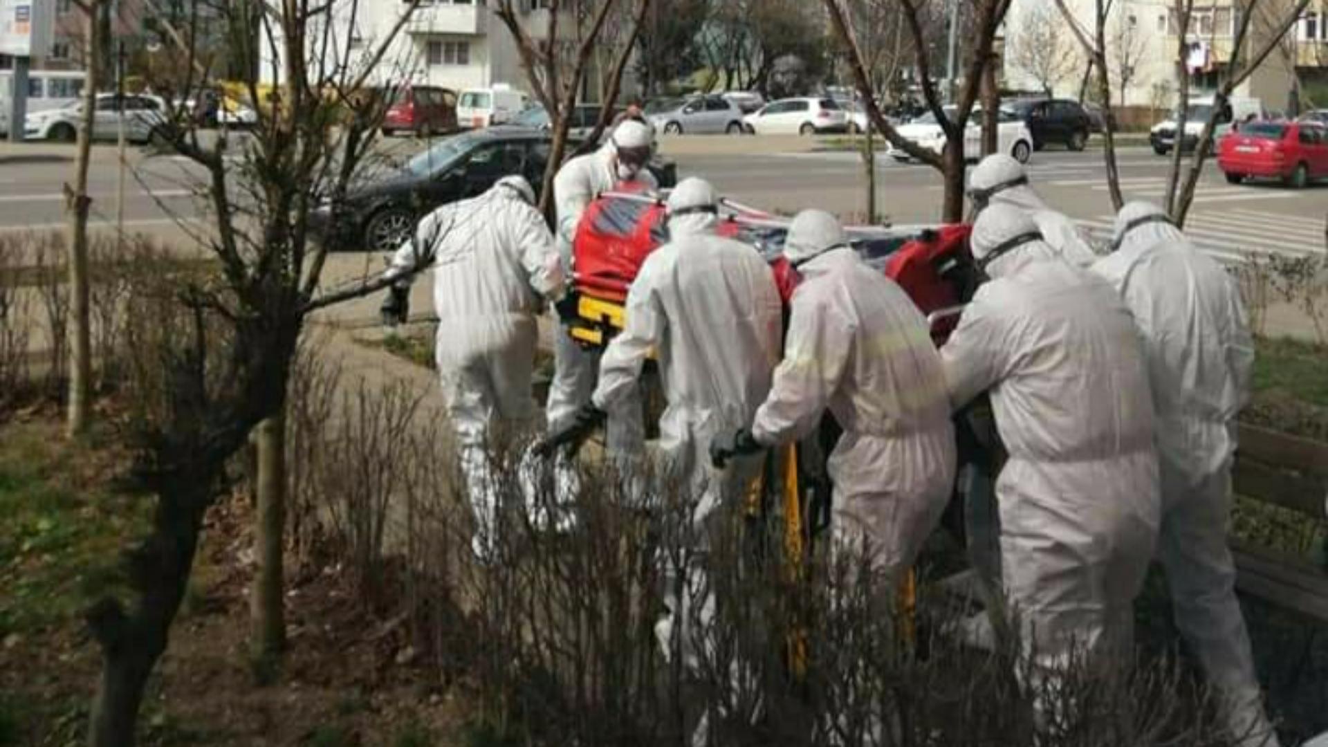 Suspect de coronavirus în Bacău! Bărbat venit din Anglia preluat cu izoleta de pe strada Milcov