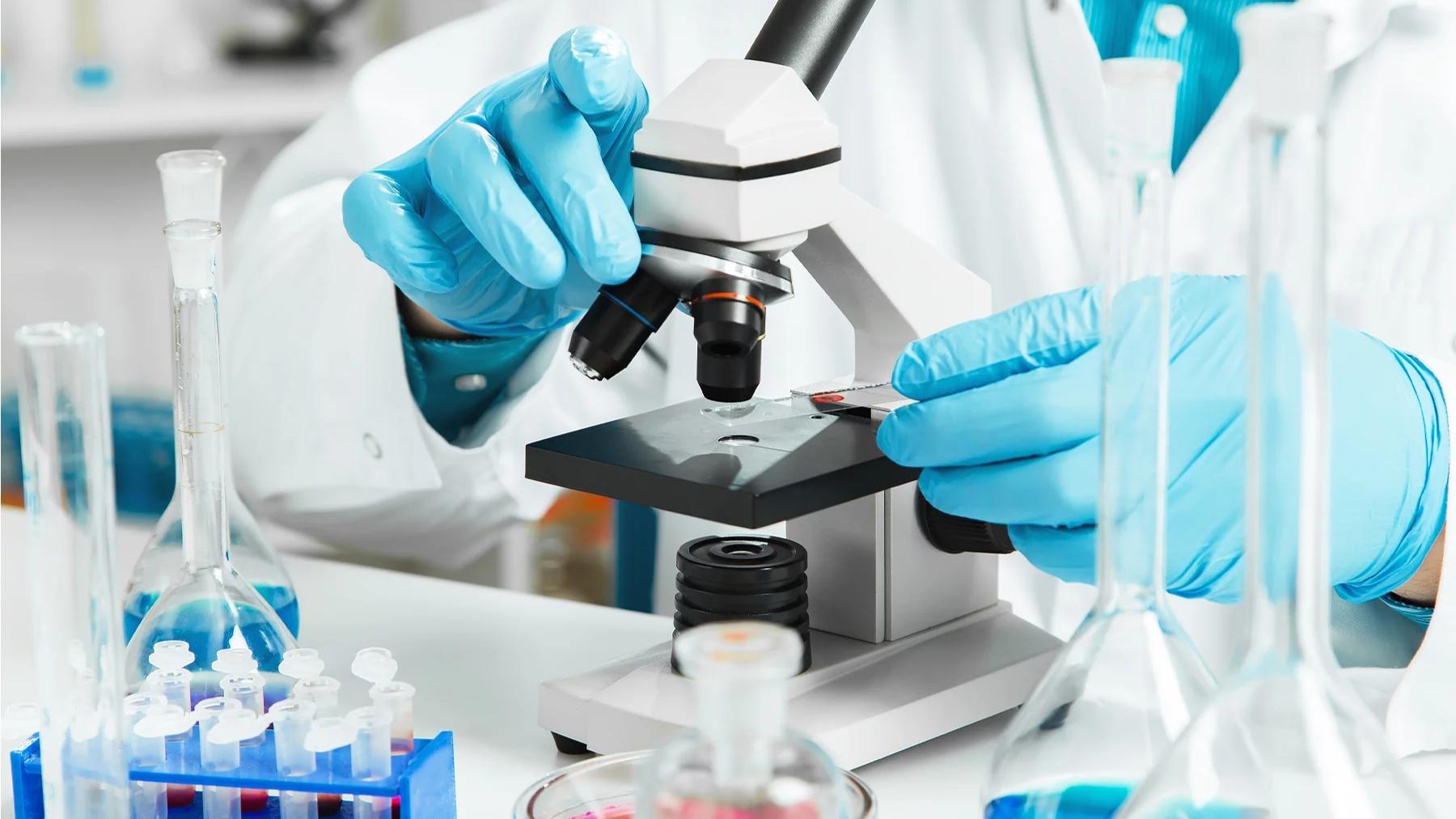COVID-19: Favipiravir, medicamentul antigripal eficient împotriva infecțiilor cu SARS-CoV-2