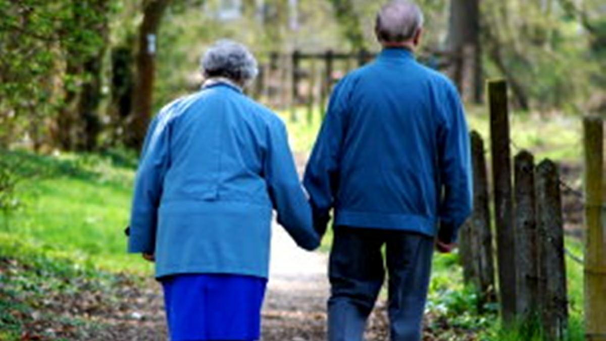 Persoanele peste 65 de ani nu mai au voie sa iasă din case, începând de miercuri