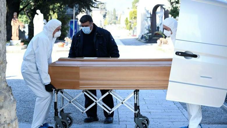 Al 14-lea deces provocat de coronavirus, un bărbat de 52 de ani infectat chiar de soția sa