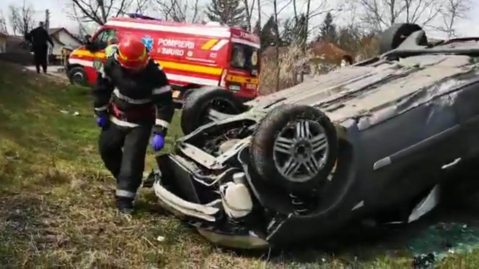 Video | Accident tragic în Argeș: un șofer a murit, după ce mașina sa s-a răsturnat și a fost proiectat în afara vehiculului