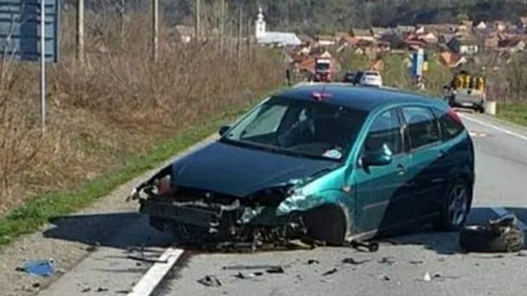Ciocnire frontală între două mașini, pe DN 6 în Caraș-Severin
