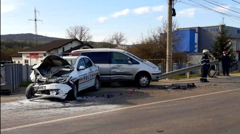 Un poliţist a fost rănit, după ce a fost implicat într-un accident, în Bistrița-Năsăud